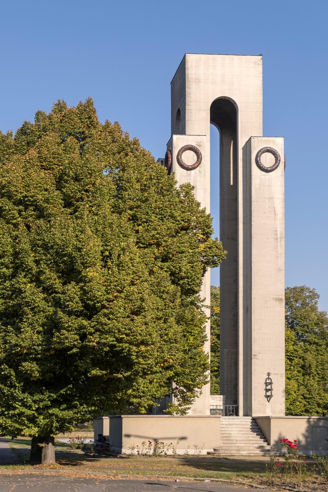 I-II. vh. emlékmű